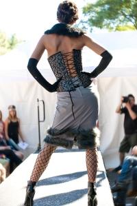 Cold Night Fashion Show - Vespidame